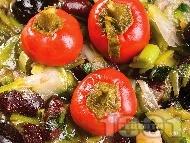Рецепта Печен сварен кафяв боб с праз лук и маслини